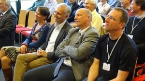 Bildmitte: Dekan Gerhard Friedrich und Vizerektor Martin Hitz